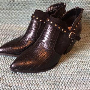 New Bella-Vita Shorty Boots